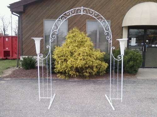 White Iron Arch w/ Flower Pots<br><br>